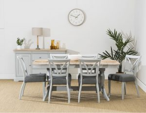 Stag Crompton Round Extending Dining Table and 4 Dining Chairs